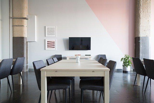 jak zamontować telewizor na ścianie